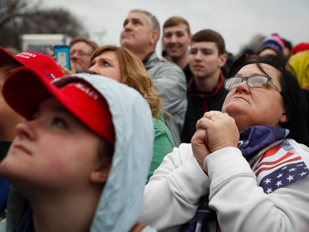 1484978839ap-supporters-watch-inauguration-ps-170120_4x3_992.jpg